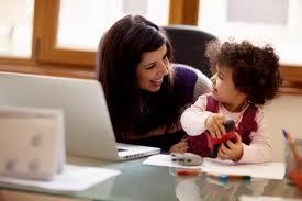 Mamme e lavoro da casa in una sigla